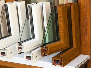 plastové okná biele a s dreveným dekorom